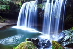 熊本県阿蘇郡小国町の鍋ヶ滝の写真素材 [FYI00224360]