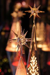 ガラスのクリスマスツリーの写真素材 [FYI00224399]
