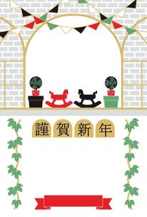 2014年午年完成年賀状テンプレート(木馬とツタと窓辺謹賀新年)の写真素材 [FYI00224453]
