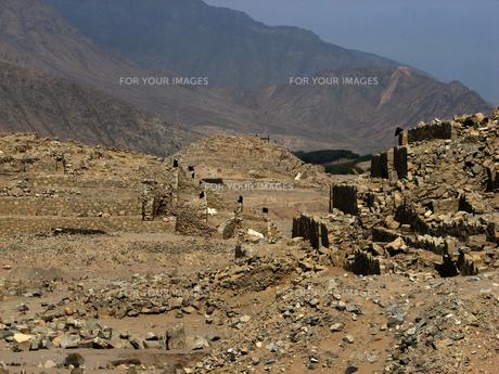 カラル遺跡(ペルー)のピラミッド型神殿の写真素材 [FYI00225495]
