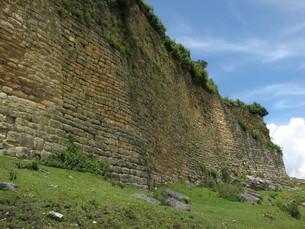 クエラップ遺跡(ペルー)の城壁の写真素材 [FYI00225507]