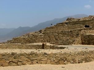 カラル遺跡(ペルー)最大のピラミッド型神殿の写真素材 [FYI00225513]