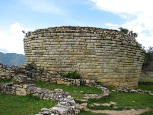 クエラップ遺跡(ペルー)の大神殿全景の写真素材 [FYI00225522]