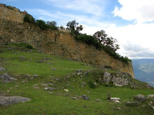 クエラップ遺跡(ペルー)の城壁の写真素材 [FYI00225526]
