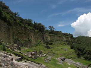 クエラップ遺跡(ペルー)の城壁の写真素材 [FYI00225529]
