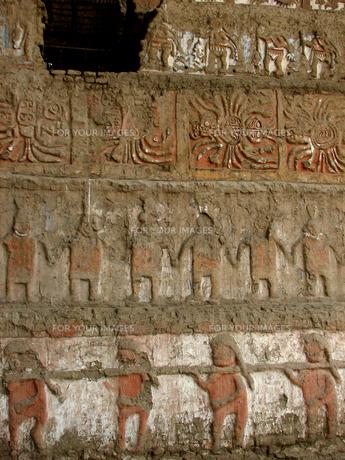 月のワカ(ペルー)の壁面の写真素材 [FYI00225545]