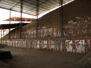 月のワカ(ペルー)の壁面の写真素材 [FYI00225549]