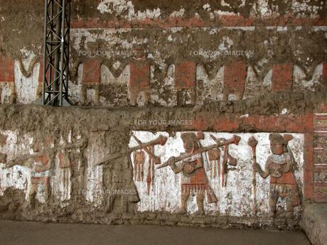 月のワカ(ペルー)の壁面の写真素材 [FYI00225552]