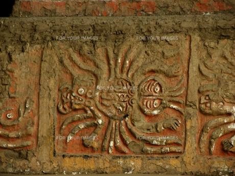 月のワカ(ペルー)の壁画部分の写真素材 [FYI00225562]