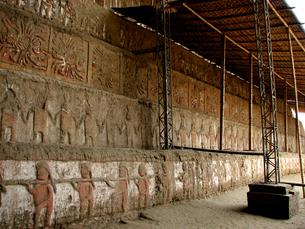 月のワカ(ペルー)の壁面の写真素材 [FYI00225567]
