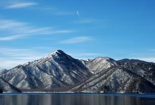 92. 社山に飛行機雲の写真素材 [FYI00225822]