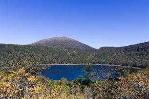 韓国岳と大浪池の写真素材 [FYI00226023]