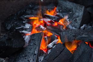 炭火の写真素材 [FYI00226044]