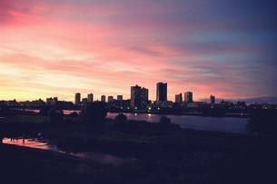 荒川の夕焼けの写真素材 [FYI00226171]