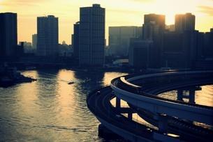 東京湾とループ橋の写真素材 [FYI00226185]