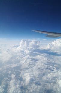 飛行機と雲の素材 [FYI00226267]