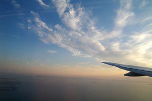 飛行機と雲の素材 [FYI00226282]