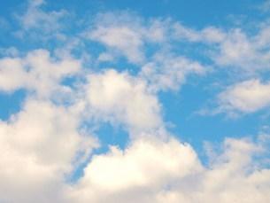 青空とふわふわ雲の写真素材 [FYI00226338]