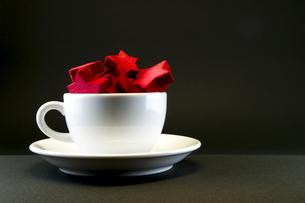 星の積み木が注がれたコーヒーカップの写真素材 [FYI00226422]