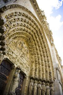 パリ・ノートルダム大聖堂・最後の審判の門の素材 [FYI00226439]