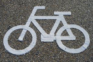 自転車専用レーンマークの写真素材 [FYI00226474]