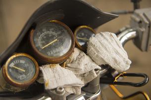 廃車オートバイのスピードメーターの写真素材 [FYI00226498]