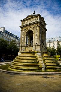 パリ・イノサンの泉の写真素材 [FYI00226521]