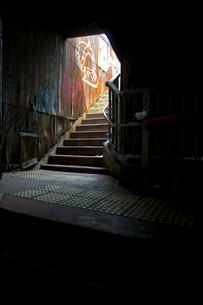 地上への階段の写真素材 [FYI00226576]