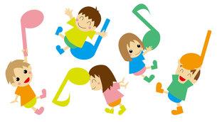 音符と遊ぶ子供たちの写真素材 [FYI00226620]