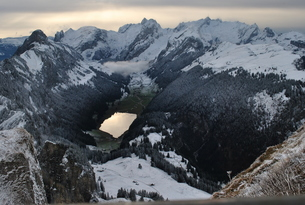 スイス 雪山と湖 2の写真素材 [FYI00227061]