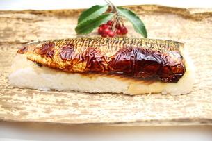 焼き鯖寿司の写真素材 [FYI00227277]