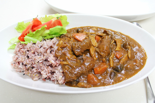 カレーライス 雑穀米の写真素材 [FYI00227491]