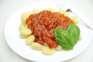 トマトソースのニョッキの写真素材 [FYI00227515]