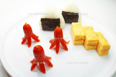タコさんウインナーのお弁当の写真素材 [FYI00227540]