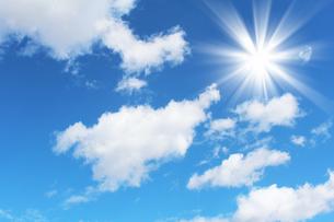 青空と雲と太陽の写真素材 [FYI00227787]