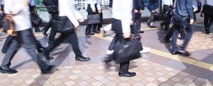 通勤途中のビジネスマンの写真素材 [FYI00227857]