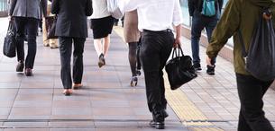 通勤途中のビジネスマンの写真素材 [FYI00227889]