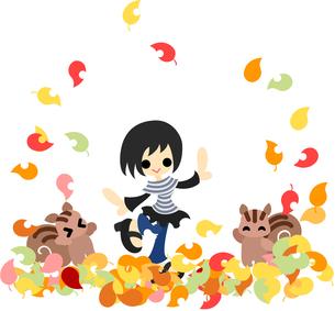 絨毯のようなたくさんの落ち葉の上で遊ぶ少女とリス。の写真素材 [FYI00227988]