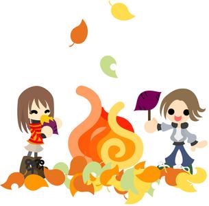 秋の日に焚き火でサツマイモを焼いて食べる男女。の写真素材 [FYI00228002]