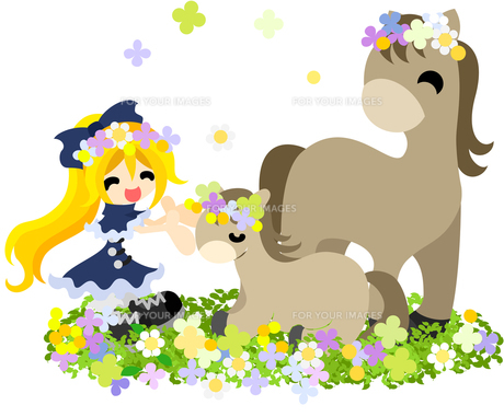 花畑で馬の親子に花冠を与える幼い少女の写真素材 [FYI00228029]