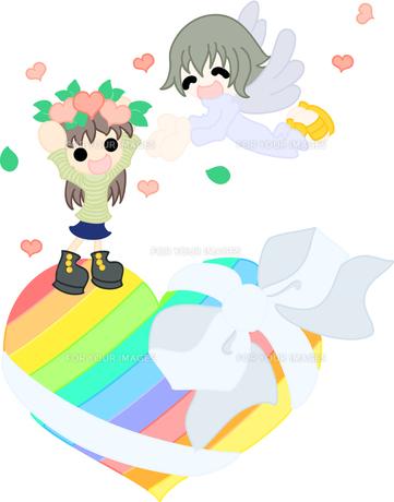虹色のハートの上で、天使から花冠をもらう女の子。の写真素材 [FYI00228060]