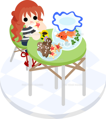 緑色のテーブルで金魚鉢を眺めながらクッキーを食べる女の子の写真素材 [FYI00228146]