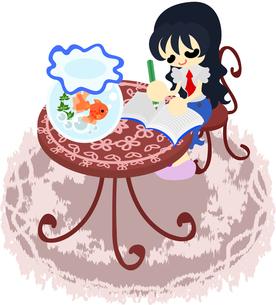 金魚鉢が置かれた赤いテーブルの上で日記を書く女性の素材 [FYI00228150]