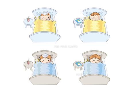 風邪で眠る子供とすやすや眠る子供の素材 [FYI00228219]