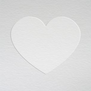 紙に型押しのハートの写真素材 [FYI00228275]