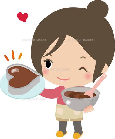 ハート型チョコレートを手作りする若い女性の写真素材 [FYI00228353]