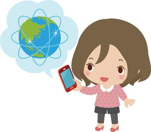 スマートフォンでインターネットを使う女性の写真素材 [FYI00228390]