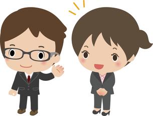 新入社員を紹介する先輩社員の写真素材 [FYI00228392]