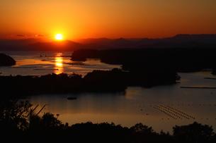 夕日美しい伊勢志摩の入江の写真素材 [FYI00228750]