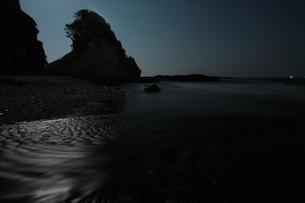 月明かり輝く和歌山 枯木灘海岸の写真素材 [FYI00228786]